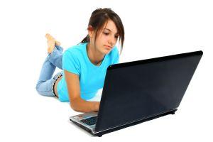 1099860_teen_girl_using_laptop